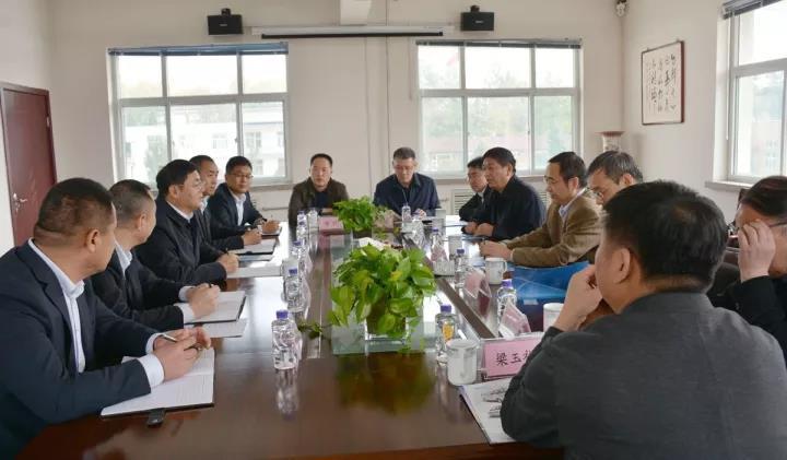 国电河南电力有限公司副总经理李秋白一行到集团进行商务考察
