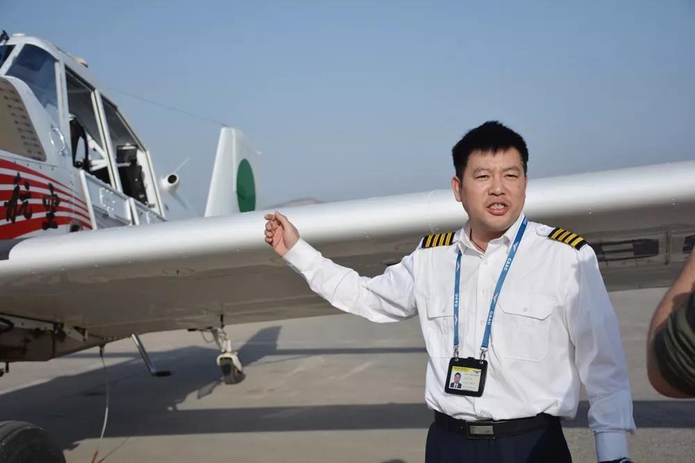 之后又与我国大型骨干航空企业集团——哈尔滨飞机制造公司合作洽谈y1